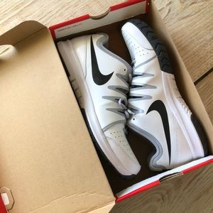 MEN Nike Vapor Court, brand NEW!